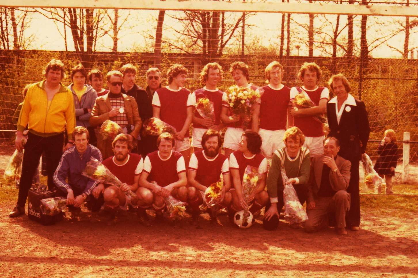 1e elftal Flamingo's kampioen 1976-1977 (2)